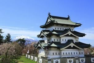 弘前城と岩木山の写真素材 [FYI04801323]