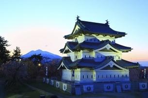 弘前城 ライトアップの写真素材 [FYI04801326]