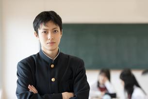 教室の男子学生の写真素材 [FYI04801793]