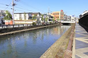 栃木を流れる巴波川の写真素材 [FYI04801918]