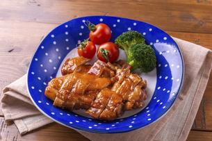 鶏肉のしょうゆ煮の写真素材 [FYI04802106]