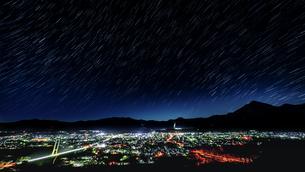 秩父市の星景スタートレイルの写真素材 [FYI04802509]