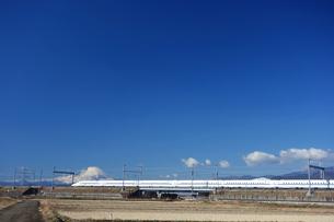富士山と東海道新幹線の写真素材 [FYI04802737]