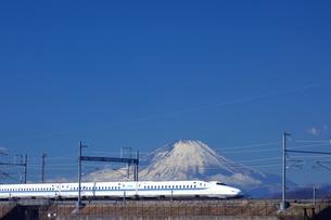 富士山と東海道新幹線の写真素材 [FYI04802738]