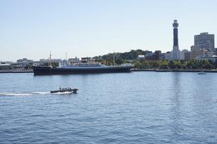 横浜港のパイロットボートの写真素材 [FYI04802960]