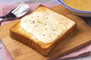 チーズトーストの写真素材 [FYI04803071]