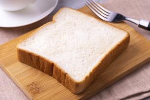 朝の食パンの写真素材 [FYI04803074]