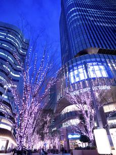 夕暮れの東京ミッドタウン日比谷の写真素材 [FYI04803172]