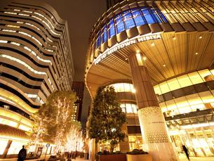 夕暮れの東京ミッドタウン日比谷の写真素材 [FYI04803198]