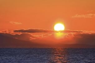朝日と海の写真素材 [FYI04803388]