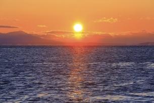 朝日と海の写真素材 [FYI04803390]