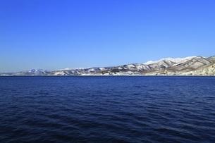 雪の知床半島の写真素材 [FYI04803405]
