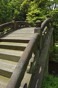 小石川後楽園・中国風物の円月橋の写真素材 [FYI04803488]
