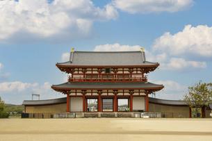 奈良・平城宮跡の朱雀門の写真素材 [FYI04803566]