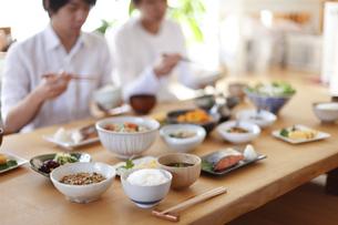 日本人の食事、和食の写真素材 [FYI04803635]