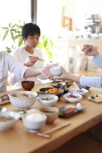 和食の背景、朝食のイメージの写真素材 [FYI04803637]