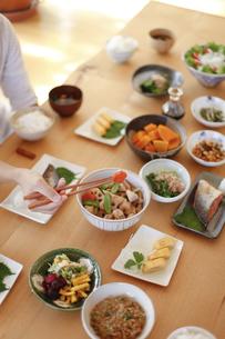 日本の食事、和食、家庭料理の写真素材 [FYI04803642]