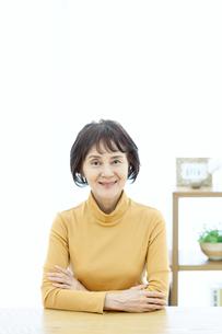 笑顔のシニア女性の写真素材 [FYI04803767]