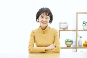 笑顔のシニア女性の写真素材 [FYI04803768]