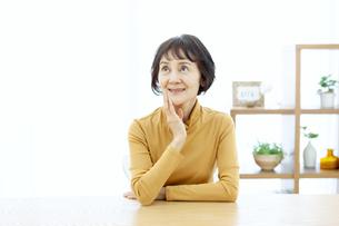 笑顔のシニア女性の写真素材 [FYI04803769]