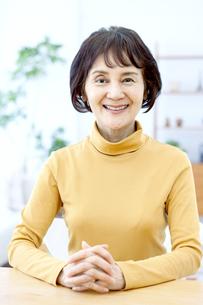 笑顔のシニア女性の写真素材 [FYI04803771]