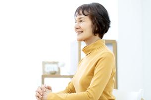 笑顔のシニア女性の写真素材 [FYI04803772]
