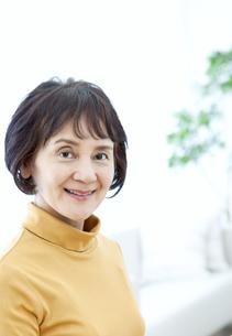 笑顔のシニア女性の写真素材 [FYI04803815]