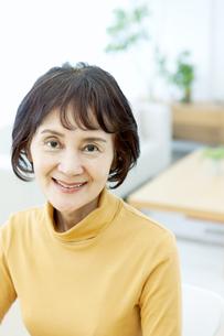 笑顔のシニア女性の写真素材 [FYI04803819]