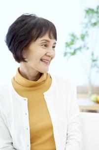 笑顔のシニア女性の写真素材 [FYI04803820]