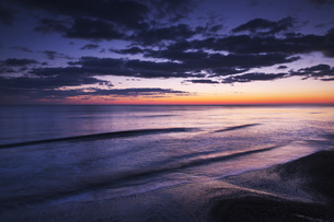 朝の海の写真素材 [FYI04803950]