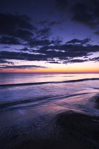 朝の海の写真素材 [FYI04803952]