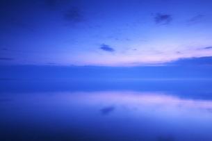 根室湾の朝の写真素材 [FYI04803954]