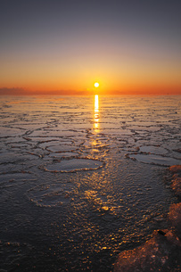 根室湾の日の出の写真素材 [FYI04803957]