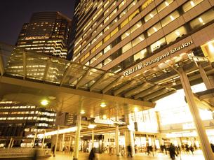 夕暮れの品川駅 東京都の写真素材 [FYI04804175]