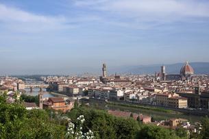 フィレンツェ ミケランジェロ広場からの眺望の写真素材 [FYI04804393]