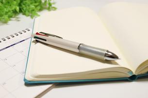 ペンとノートの写真素材 [FYI04804931]