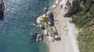 愛知県 渥美半島 日出の石門 ドローン空撮の写真素材 [FYI04805349]