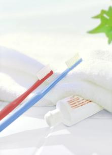 歯ブラシと歯磨き粉の写真素材 [FYI04805365]