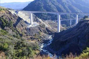 新阿蘇大橋 震災復興の架け橋 の写真素材 [FYI04805483]