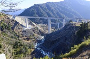 新阿蘇大橋 震災復興の架け橋 の写真素材 [FYI04805496]