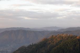 朝日を浴びる備中松山城。の写真素材 [FYI04805659]