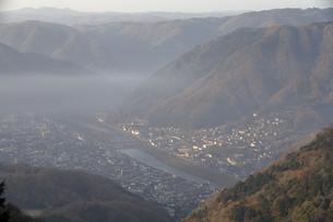 朝靄の高梁市を望む。の写真素材 [FYI04805660]