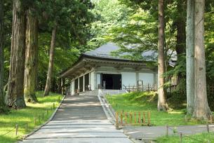 中尊寺 金色堂の写真素材 [FYI04805779]
