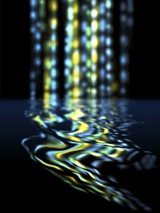 滴る鮮やか光芒の水面反射のイラスト素材 [FYI04805846]