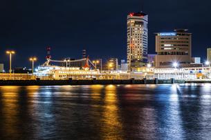 【香川県 高松市】夜の高松港の都市風景 サンポート高松の写真素材 [FYI04806041]
