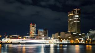 【香川県 高松市】夜の高松港の都市風景 サンポート高松の写真素材 [FYI04806044]