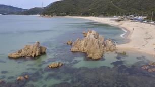 福井県 水晶浜海水浴場 ドローン空撮の写真素材 [FYI04806101]