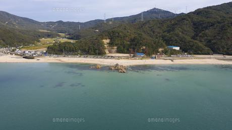 福井県 水晶浜海水浴場 ドローン空撮の写真素材 [FYI04806104]