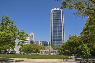 神戸市役所と東遊園地の写真素材 [FYI04806306]