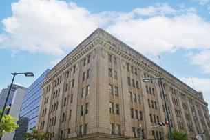 神戸・旧居留地に残る重厚なビルの写真素材 [FYI04806330]